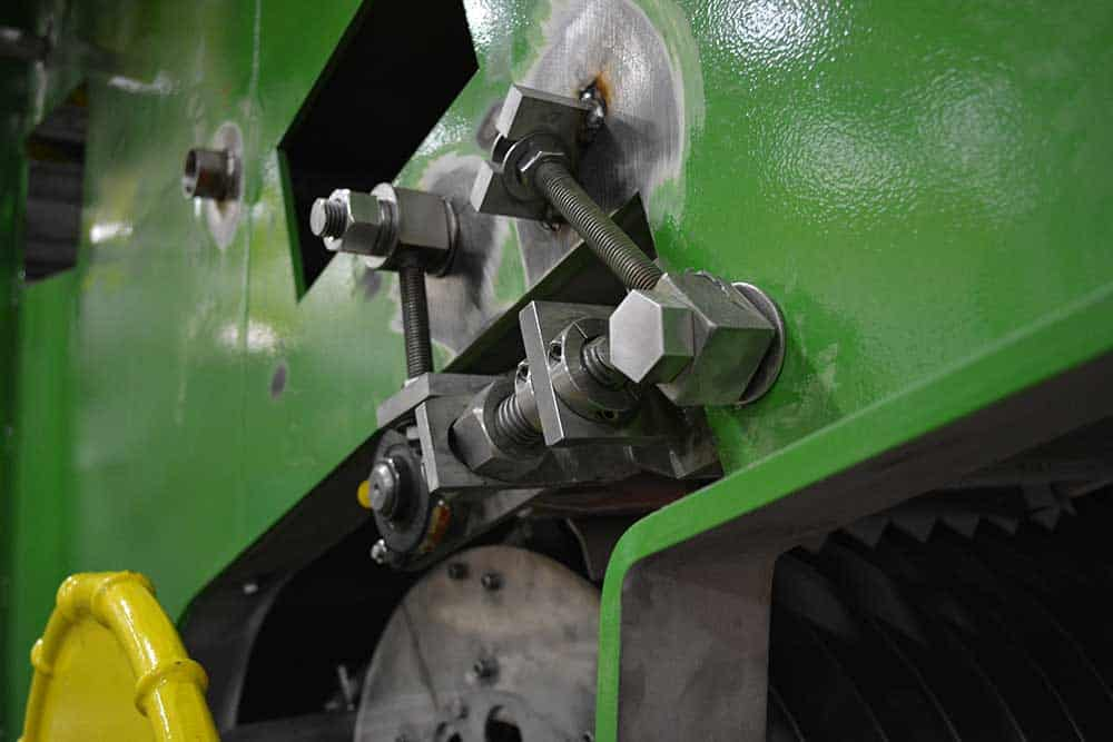 Read more about the article SNK RB-5M Bridge Mill Boosts Robinson Metal's Machining Efficiency